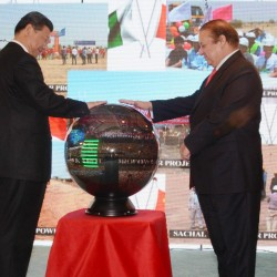 Prime Minister Muhammad Nawaz Sharif and Chinese President Xi Jinping inaugurating projects through video link at Prime Minister's Office, Islamabad April 20, 2015